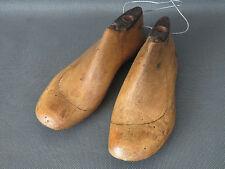 Anciens petits embauchoirs paire de forme de chaussures bois de cordonnier T30