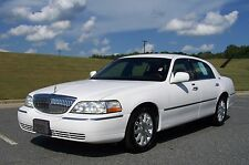 Lincoln: Town Car 1-OWNER V8 SIGNATURE A GREAT BUY FOR THIS MACHINE