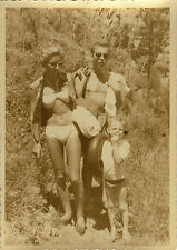 PHOTO ANCIENNE - VINTAGE SNAPSHOT - FEMME SEXY MAILLOT DE BAIN PIN UP FAMILLE