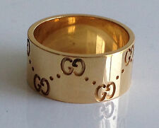 A FINE SOLID 18K YELLOW GOLD GUCCI RING (SIZE 6.75)