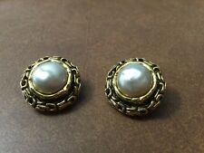 AUTHENTIC CHANEL VINTAGE CC LOGOS IMITATION PEARL EARRINGS CLIP-ON FRANCE