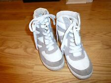 Women's Size 5 Qupid Tennis Shoes