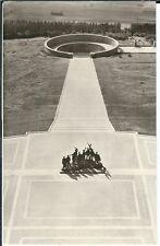 Ansichtskarte Buchenwald - Blick vom Turm auf Feierplatz mit Gruppenplastik s/w