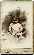 Cdv. Baby im Fellsessel, Orig.-Photo um 1900