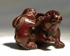 VINTAGE JAPANESE NETSUKE CARVED WOOD HARE  SIGNED MOTHER OF PEARL INLAY DISCO