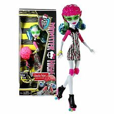 Monster High SKULTIMATE Roller Maze GHOULIA YELPS Roller Derby Fashion Doll NEW