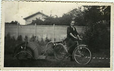PHOTO ANCIENNE - VINTAGE SNAPSHOT - VÉLO BICYCLETTE REMORQUE CYCLISTE - BIKE