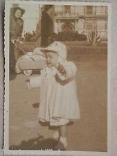 Vecchia foto d epoca fotografia antica BAMBINO PASSEGGIO CON CARROZZINA metallo