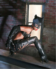 Halle Berry UNSIGNED photo - F268 - Catwoman