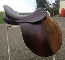 "17"" Brown CTD Jumping Saddle med fit D-D 8 1/2"""