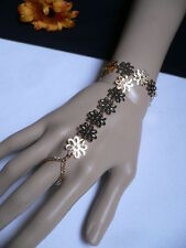 NEW WOMEN GOLD FLOWERS HAND LINKS CHAIN FASHION SLAVE BRACELET WRIST TO RING