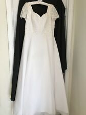 Wedding Bridal Gown with Veil Web-Re-Stor Assoc Size 22