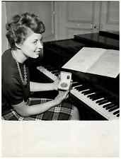 France, la pianiste Christiane Billaud  Vintage print.  Tirage argentique  1