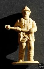 """FIREFIGHTER PLASTIC FIGURE, 2"""" TALL (4,8 cm), GREAT FOR DIECAST ACCESSORIES, N°2"""
