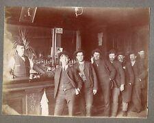 photo ancienne . café . bar . bistro . certainement Etats-Unis vers 1900