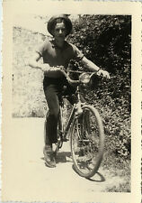 PHOTO ANCIENNE - VINTAGE SNAPSHOT - VÉLO BICYCLETTE CYCLISTE CHAPEAU - BIKE HAT