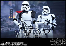 First Order Stormtrooper Officer set 1/6  Hot Toys Sideshow   Star Wars