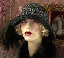 1920'S VINTAGE STYLE GATSBY SILVER & BLACK SEQUINED FEATHER CLOCHE FLAPPER HAT