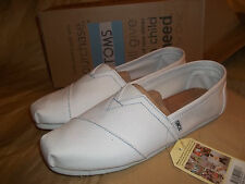 NEW size 10 Authentic TOMS  Classics canvas   WHITE  loafers shoes
