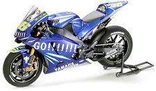 Tamiya 14098 1/12 Scale Model Kit Yamaha Team YZR-M1 '04/05 Factory Rossi MotoGP