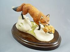1987 SUPERB VINTAGE HEREDITIES RED FOX & CUB FIGURE ON WOOD BASE SIGNED A WYNNE