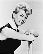 DORIS DAY B&W 8X10 PHOTO TEACHER'S PET PORTRAIT