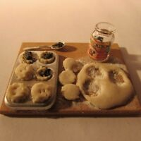 Minces pies Prep Board ~ Doll House Miniature Food ~ 1/12 scale