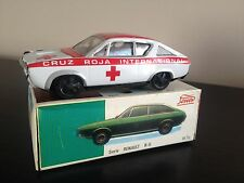 COCHE PAYA RENAULT 17 CRUZ ROJA AMBULANCIA. FRICCION ESCALA 1/32 VINTAGE TIN CAR