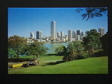 AUSTRALIA POST PRE-STAMPED 22c SERIES III 3-Q2 BRISBANE SKYLINE 1981 POSTCARD