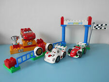 16.10.16.1 LEGO DUPLO CARS 5839 complet Grand prix Podium flash Disney truck