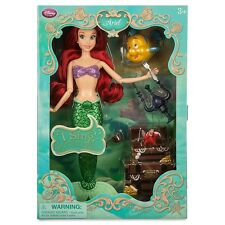 "DISNEY Store Deluxe Singing Ariel 11 ""Doll Set NUOVO con scatola SIRENETTA E ACCESSORI"