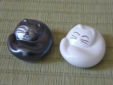 Set of 2 PCS Japanese Ceramic Maneki Neko Happy Cat Chopstick Rest Made in Japan