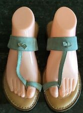 BORN WOMEN'S BLUE LEATHER FLIP FLOP SANDALS TOE RING SIZE 9 M