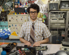 Ayoade, Richard [The IT Crowd] (26692) 8x10 Photo