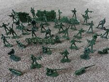 X40 GREEN PLASTIC TOY SOLDIERS WITH GREEN FENCE.