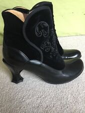 Women's JOHN FLUEVOG Baroque Lorrain Black Velvet & Black Leather Boots Size 9.5