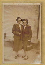 Carte Photo vintage card RPPC 2 femmes tailleur coiffure sac à main pz04