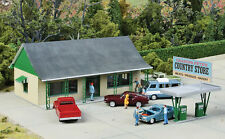 3491 Walthers Cornerstone Country Store with Gas Station Pumps HO Scale Kit