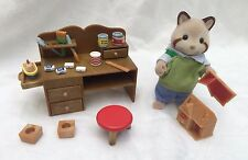 Sylvanian  Families FLAIR TOY MAKER EDWARD MULBERRY RACCOON DESK + ACCESSORIES