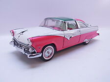 LOT 38960 | Franklin Mint 1:24 Ford Crown Victoria 1955 2-door Modellauto neuw.