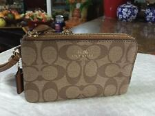 DOUBLE CORNER ZIP WRISTLET IN SIGNATURE COACH F66506 Khaki/Saddle