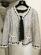 GORGEOUS CHANEL 05P RUNWAY BOUCLE TWEED BLACK WHITE LESAGE JACKET 40