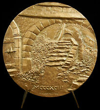 Médaille escalier montant à la place de la mairie & four à pain Bargème château