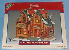 """LEMAX VILLAGE COLLECTION """"PLYMOUTH CORNERS"""" GLACIER ICE HOUSE IN BOX"""
