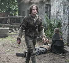 Maisie Williams UNSIGNED photo - E432 - Game of Thrones