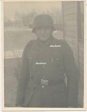 Foto-Portrait-Soldat Wehrmacht mit Stahlhelm-Orden-Bajonett  2.WK (t679)