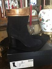 Exquisite CHANEL Boots CC Size 39 Black Suede Gold Leather Italy
