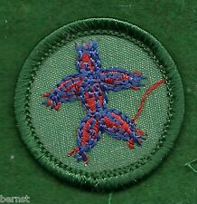 VINTAGE  GIRL SCOUT BADGE - PLASTIC BACK - TOY MAKER - FREE SHIPPING