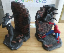 SPIDERMAN VS VENOM BOOKENDS 2343 BOWEN STATUE CREATIVE LICENSE