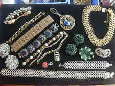 Lot of costume Jewelry. 19 pieces of Beautiful Jewelry